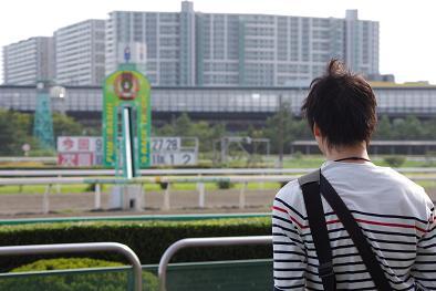 競馬場を見る私