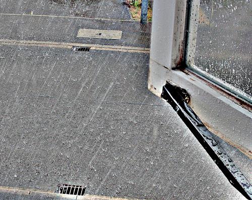 窓の外豪雨