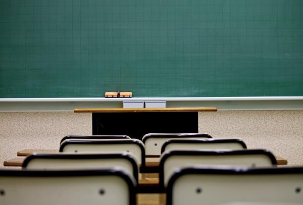 席と教室の黒板