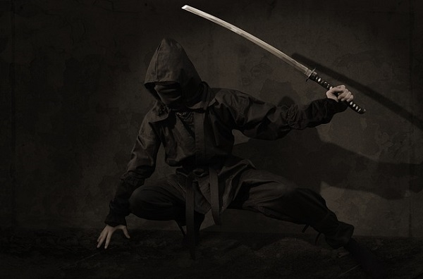 忍者武器を持つ