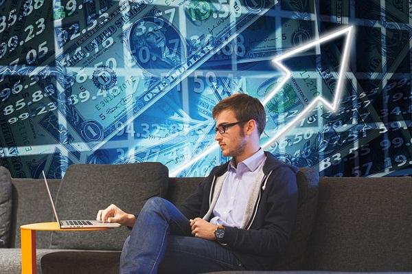株式投資と投資信託なら初心者はどっちを買うべきか?