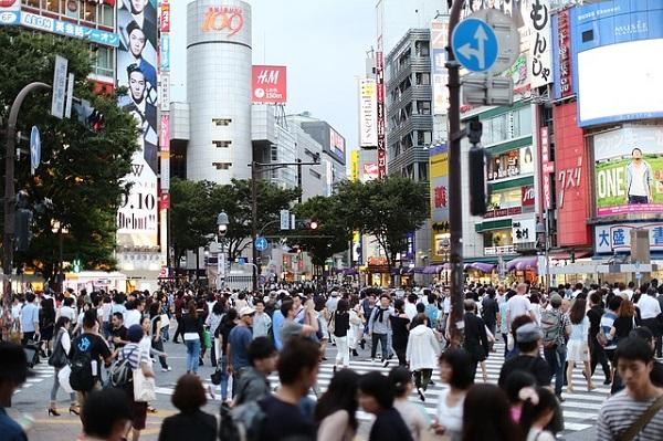 東京は人が多い